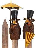 Pommerntraum ®   Zaunfigur Zaunhocker Pfostenhocker Dekofigur Gartendekoration Rabe mit Regenschirm Vogel Vögel (Rabe 1 + 2 - SETPREIS)